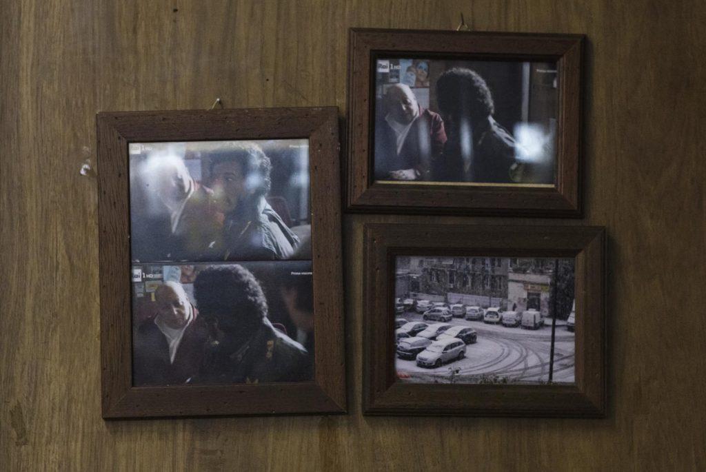 Foto di set cinematografici esposte dentro al bar Orazio